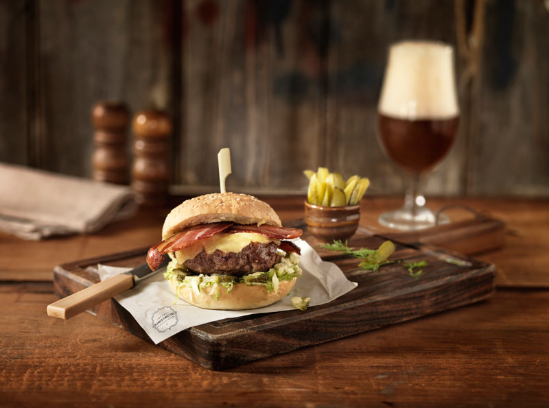 Food-Photographer-Burger-and-Beer